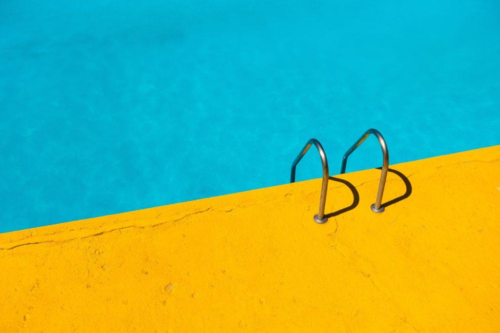 piscine échelle